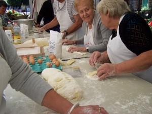 """Joyeuses """"Mamies"""" préparation des gnocchis"""