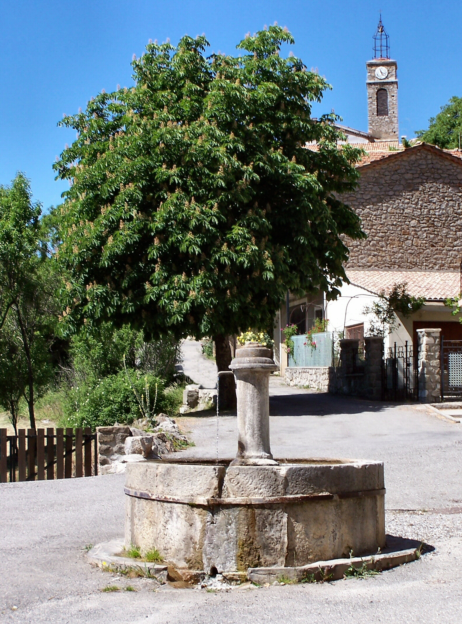 Fontaines et lavoirs de Provence