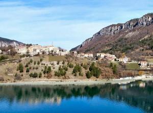 Saint Julien depuis le lac
