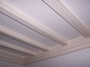 Chevrons plafond en bois cérusé