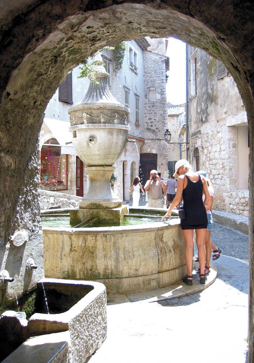 Fontaines et lavoirs de provence en provence - Saint paul de vence office du tourisme ...